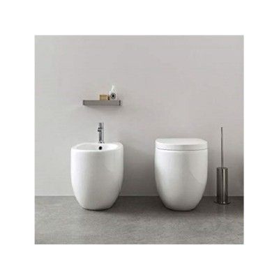 Toiletten  Nic Design Milk Toiletten  am Boden 003 279 + 004 280 + 005 527