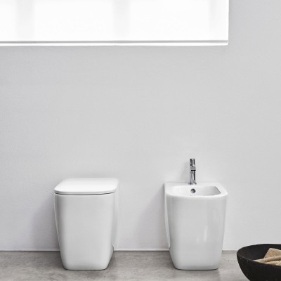 Toiletten  Nic Design Simple Toiletten  am Boden 003 368 + 004 370 + 005 705